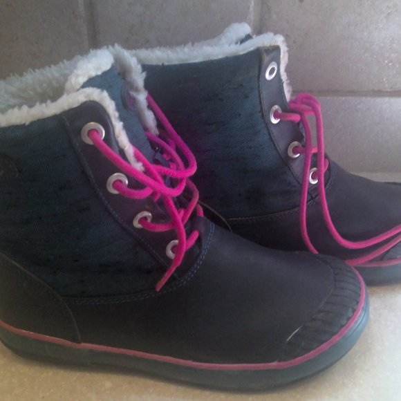 KEEN YOUTH OR WOMENS RUBBER BOOT SIZE 5